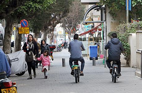 """אופניים חשמליים. """"הרוכבים מסכנים את הולכי הרגל ואת עצמם"""""""