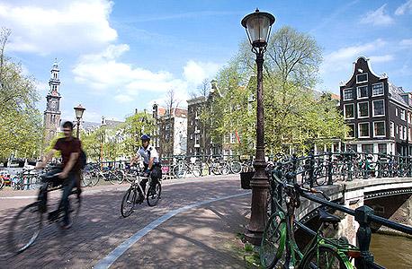 רכיבה על אופניים באמסטדרם. שמרו את החשבונית של בית העסק בכל פעילות ספורטיבית או אקסטרים