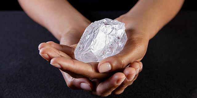 זו ההזדמנות שלכם: יהלום בגודל של כדור טניס מוצע למכירה