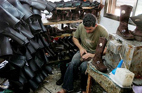 מפעל נעליים בחברון