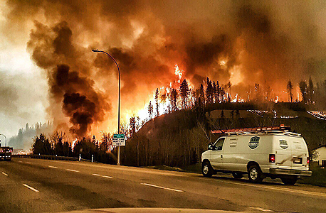 שריפות באזור הפקת הנפט בקנדה. הפסקה זמנית בהפקה