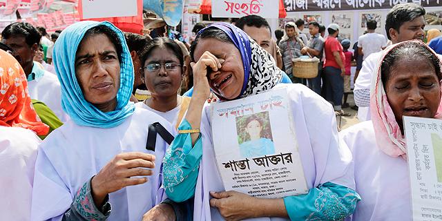 הצד המכוער של הבגדים: ענקיות האופנה תופרות את פועלי בנגלדש