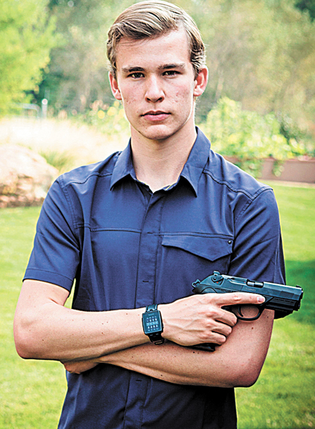 הביומטריים. כלי נשק שנעזרים בזיהוי טביעות אצבע כדי לוודא שהיורה מורשה להשתמש בהם. למשל זה של קאי קופפלר בן ה־18, שפיתח אבטיפוס של אקדח הכולל מאגר טביעות אצבע המאפשר לכמה משתמשים מורשים (למשל כמה שוטרים בתחנה) לירות בו; הוא עדיין מחפש משקיעים.