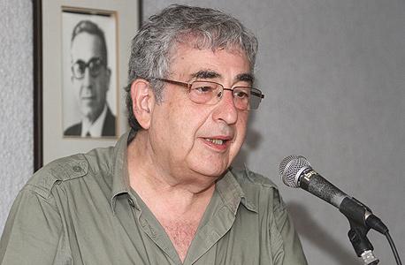 הסופר חיים באר. מתנגד לתוכנית הבנייה