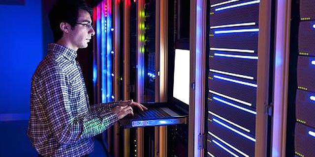 ההנהלה נמנעת מלהשקיע בגיוס עובדים לתפעול מערכות סייבר שהיא רוכשת בכסף רב עקב מחסור בתקציב, צילום: cnbc.com