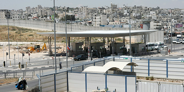 הווייז הפלסטינית מסייעת לעקוף את ההתנחלויות והמחסומים של צה''ל