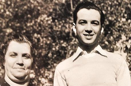 1941. מורטון מנדל, בן 19, ואמו רוז בקליבלנד, אוהיו