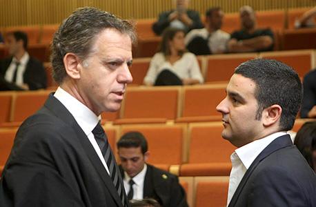 """מימין: אורן קובי ועו""""ד אהוד גינדס בבית המשפט (ארכיון), צילום: עמית שעל"""
