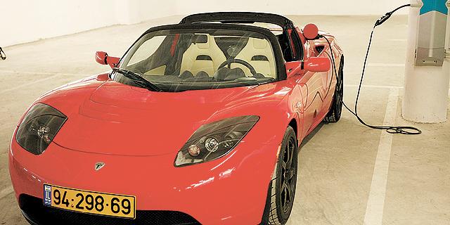 טסלה. מכונית פאר חשמלית, צילום: עמית שעל