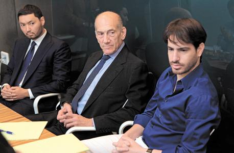 משה חוגג עם ראש הממשלה לשעבר אהוד אולמרט והמיליארדר הקזחי קינס רקישב, צילום: עמית שעל
