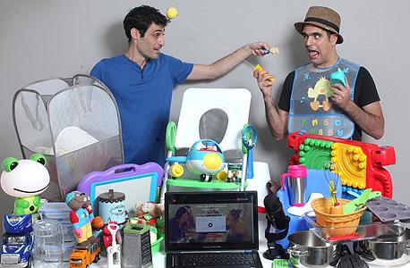 """מימין: אורי פירוז ואורי לוי, בעלי חברת קורסי המסחר SoSimple. """"אנשים חושבים שאפשר פשוט להניח את המוצר באמזון, אבל צריך לדעת איך"""""""