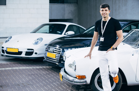 שחר וויזר עם רכב של פולקסווגן , צילום: רונן בוידק