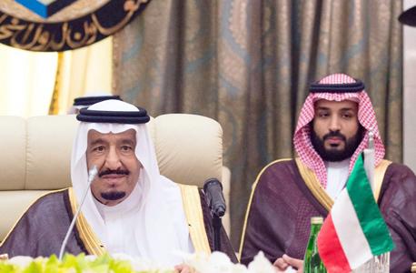 מימין הנסיך מוחמד ואביו מלך סעודיה סלמאן , צילום: אי פי איי