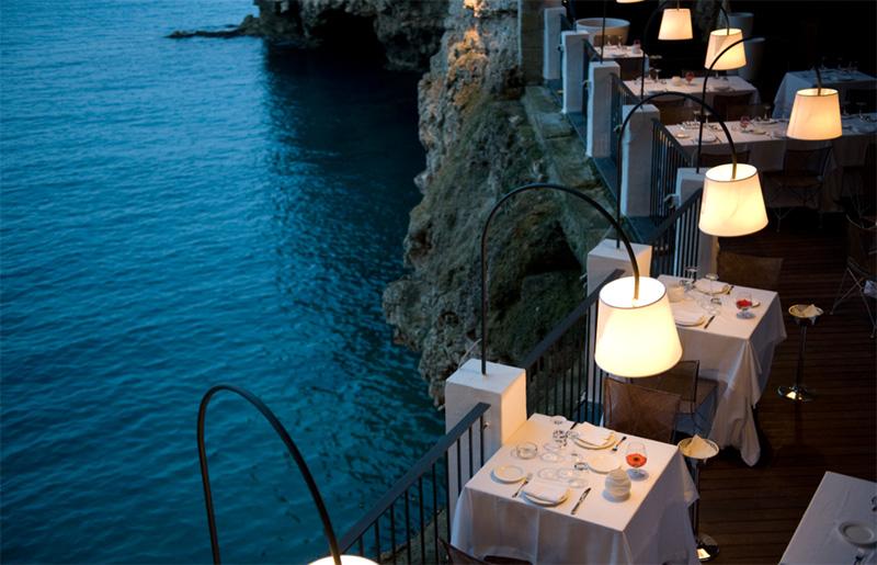 מבט על הנוף עוצר הנשימה. האורחים יאלצו לעמוד בקוד לבוש מחייב, צילום: grottapalazzese.it