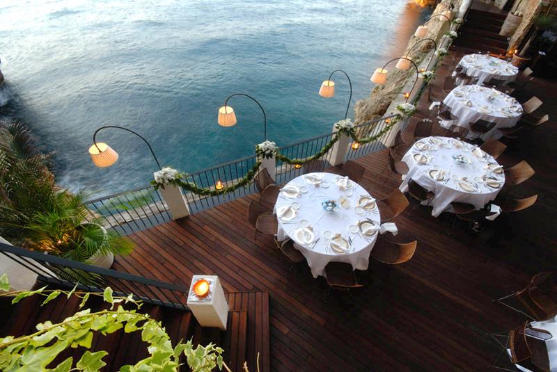 נוף לים האדריאטי והצוקים הסמוכים, צילום: grottapalazzese.it