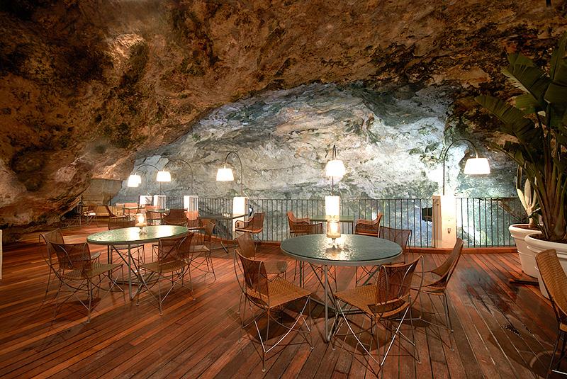 מסעדת גרוטה פלאצזה. כבר במאה ה-18 בני האצולה המקומיים השתמשו במקום לעריכת נשפים, צילום: grottapalazzese.it