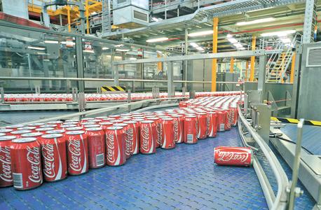 קו ייצור של קוקה קולה