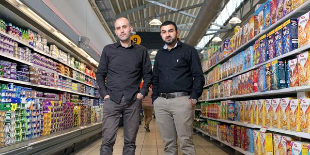 """מוחמד (מימין) ובלאל סלאח. """"מאוד מקווים שהציבור הישראלי ירצה לקנות מניות של חברה ערבית"""", צילום: עמית שעל"""