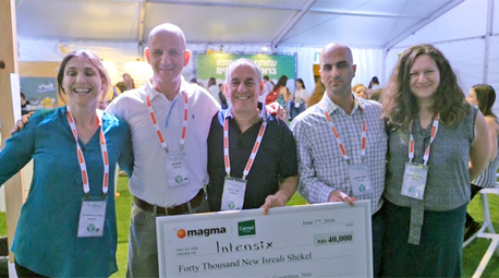 צוות אינטנסיקס. זכו במקום הראשון בתחרות יזמות ההייטק. מתבססים על מאגרי מידע רפואי ארכיוני ממחלקות טיפול נמרץ ברחבי העולם
