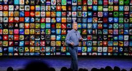 פיל שילר על רקע אפליקציות באפל סטור, צילום: בלומברג