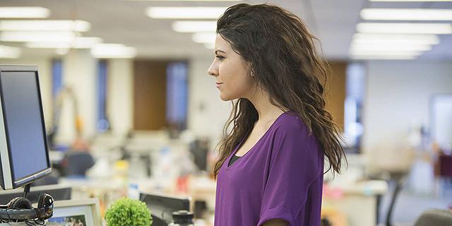 תיפלו מהכיסא: מחקר קובע שעבודה בעמידה משפרת את היעילות ב-50%