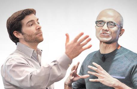 """מימין מנכ""""ל מיקרוסופט סאטיה נאדלה ומנכ""""ל Linkedin ג'ף וויינר"""