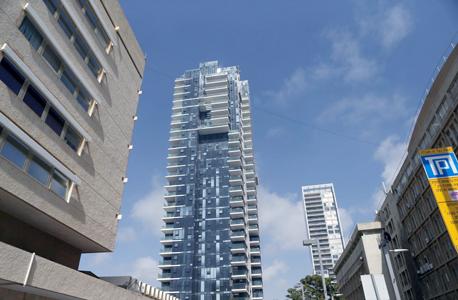 מגדל הגימנסיה. אחת הדירות פונה לכיוון הים