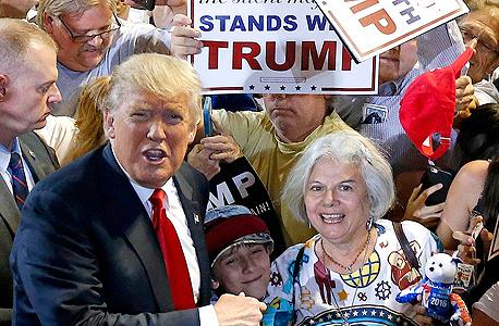 דונלד טראמפ בעצרת בחירות בפניקס. מרוצה מתוצאות המשאל