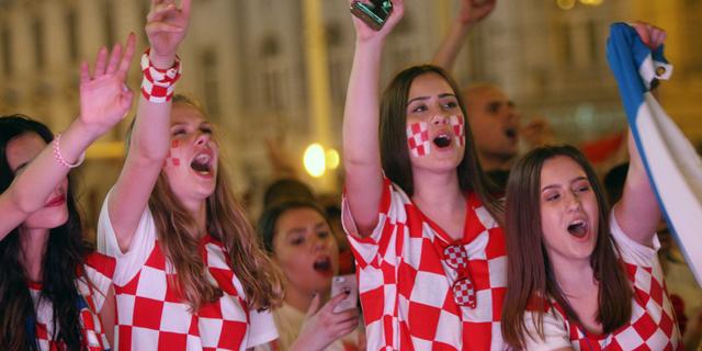 """אוהדות קרואטיות. גם הסרבים, הבוסנים, המונטנגרים והסלובנים נהנים מ""""גנטיקה בלקנית"""" משובחת - אז מה ההבדל?, צילום: אי פי איי"""