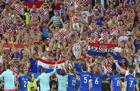 נבחרת קרואטיה חוגגת עם האוהדים. מיתולוגיה מודרנית, צילום: איי אף פי