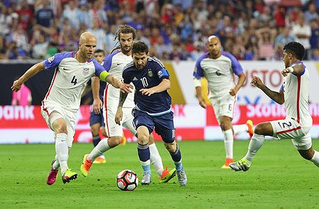 ליאו מסי נגד נבחרת ארצות הברית. זה הטורניר שלו , צילום: איי אף פי