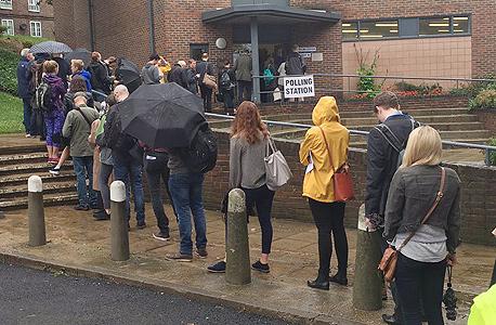 ברקזיט משאל עם בריטניה תור ל קלפיות הצבעה 2, צילום: twitter/Thomas Gorton
