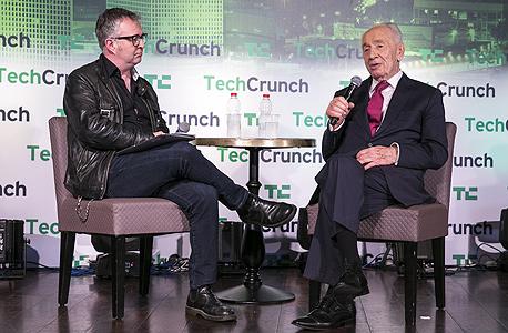 תחרות טקרנץ' מייק בוצר מראיין את שמעון פרס, צילום: לנס הפקות