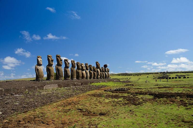 איי פסחא. ננפילת ראשי האבן הפכו לסמלם של האיים