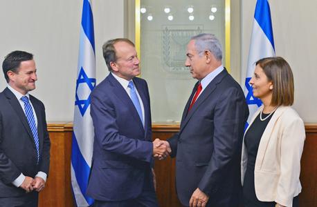 """מימין גילה גמליאל בנימין נתניהו  ג'ון צ'ימברס סיסקו מנכ""""ל החברה בישראל אורן שגיא, צילום: קובי גדעון"""