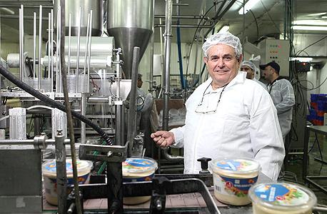 """מנכ""""ל סלטי שמיר עמי גיא במפעל החברה. """"תהליך שאורך זמן"""", צילום: אוראל כהן"""