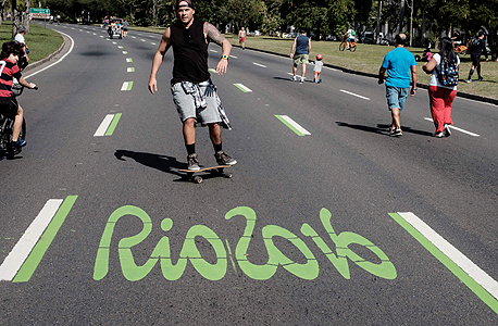 כביש בריו דה ז'נרו עם לוגו ריו 2016 אולימפיאדה, צילום: איי אף פי