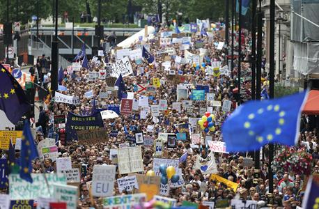 הפגנה בלונדון נגד פרישה מהאיחוד האירופי, צילום: איי פי