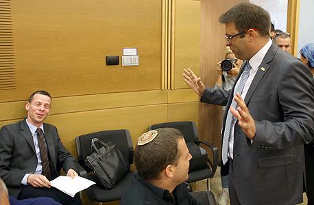 אורן חזן ועמית סגל בבית המשפט, צילום: עמית שאבי