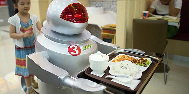 לא, המלצרים עדיין יישארו אנושיים, צילום: KFC