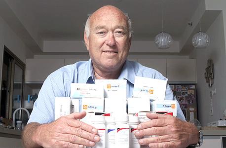 שרף עם תרופת ה־Tasigna, שנוברטיס הכניסה בארצות הברית למודל של תשלום לפי ביצועים. העיקר שהטיפול יהיה זמין, המודל הכלכלי חשוב לחולים פחות, צילום: עמית שעל