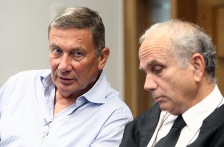 """עו""""ד גיורא אדרת ו נוחי דנקנר ב בית המשפט, צילום: אוראל כהן"""