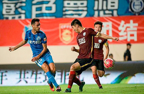 Israeli midfielder Eran Zahavi in the Chinese Soccer League Photo: Nadav Zenziper