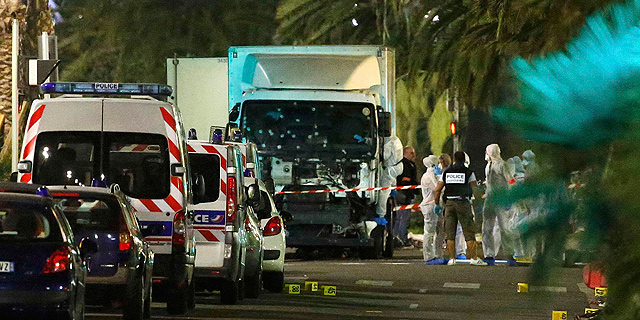 מתקפת טרור בצרפת: 84 נרצחו מפגיעת משאית בחגיגות יום הבסטיליה בניס