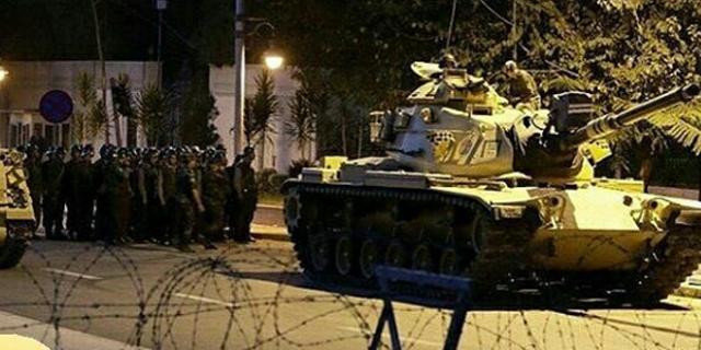 טנקים ברחובות איסטנבול, הלילה, צילום: אינסטגרם