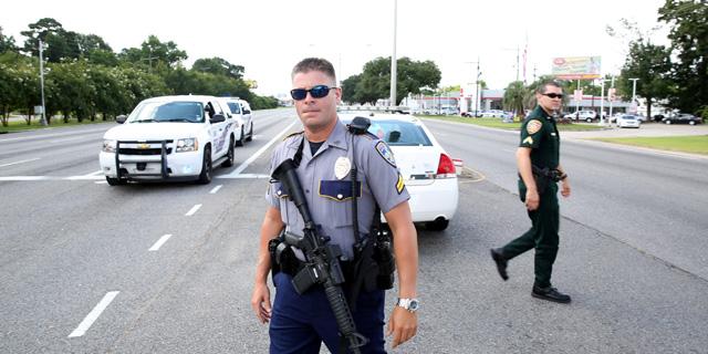 דיווח: שלושה שוטרים נורו למוות בעיר שבה נהרג שחור