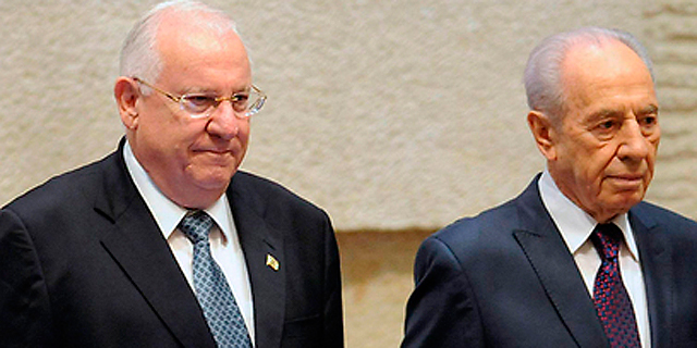 שמעון פרס והנשיא ראובן ריבלין, צילום: אי פי איי
