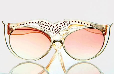 משקפיים משובצים אבני חן. בעיצוב עצמי
