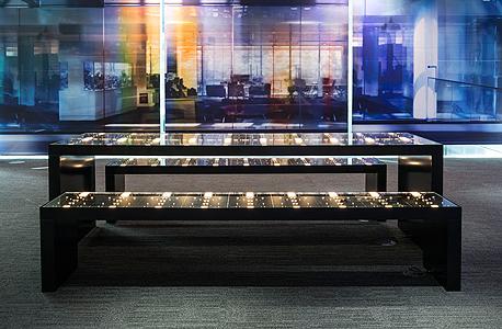 סטארבורד. ספסל ושולחן ממקלדות, צילום: בלומברג