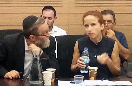 סתיו שפיר עם משה גפני בישיבה של ועדת הכספים (ארכיון)